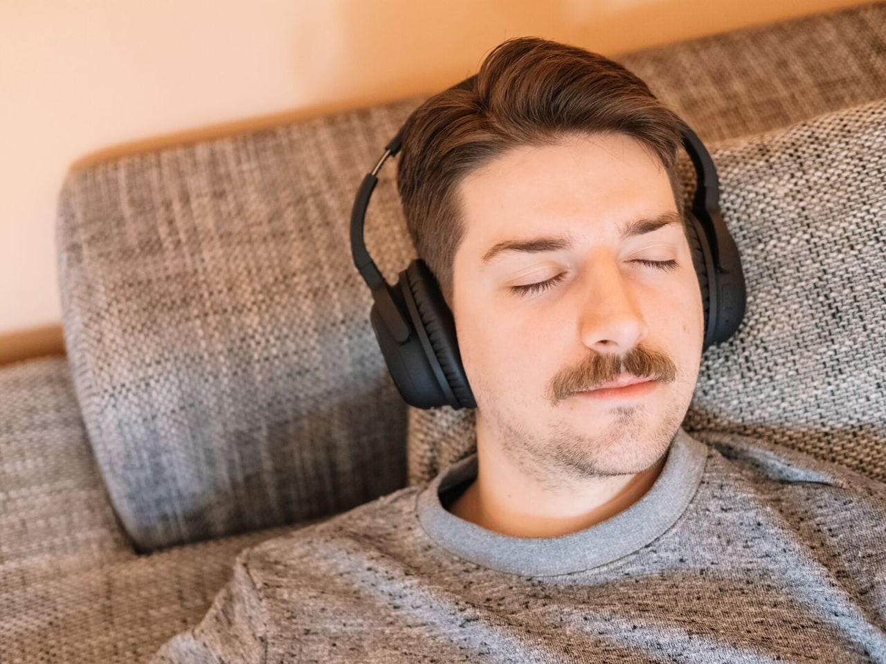 Slip into slumber with music optimized for your unique brain activity. Perfected to help you easily drift off to sleep, this mode can also gently wake you up feeling fully rejuvenated and refreshed.